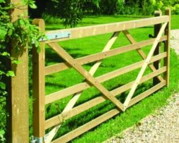 timber_gate_post